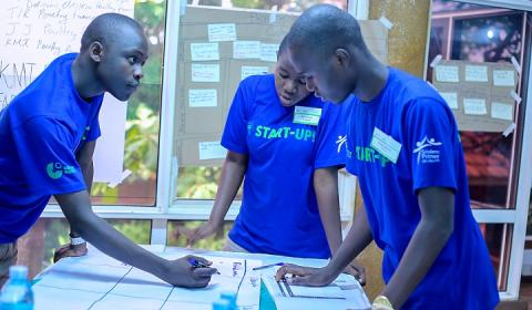 Students in a discussion during the Goethe Institute Start-Up training.